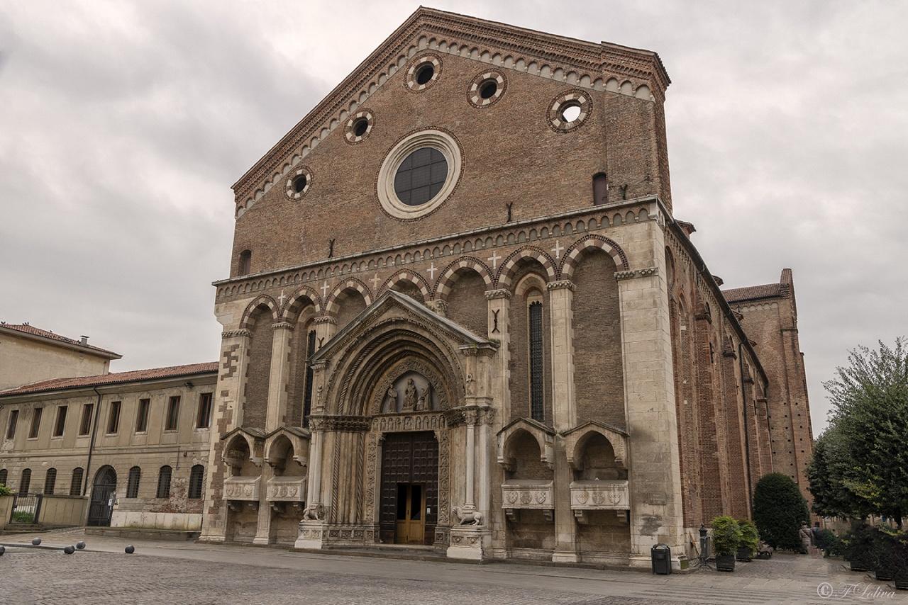 TEMPIO DI SAN LORENZO - La chiesa di San Lorenzo è un luogo di culto cattolico di Vicenza, costruito alla fine del XIII secolo in stile gotico, nella sua versione lombardo-padana del Duecento. Si colloca nella centrale piazza San Lorenzo, lungo corso Fogazzaro, ed è stata officiata dai francescani conventuali fino al 2017.